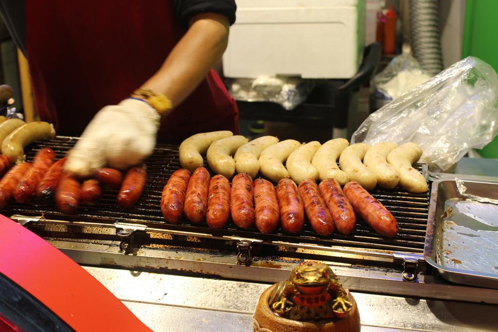 士林夜市美食小吃推薦  烏來原住民不滿族  大腸包小腸好吃