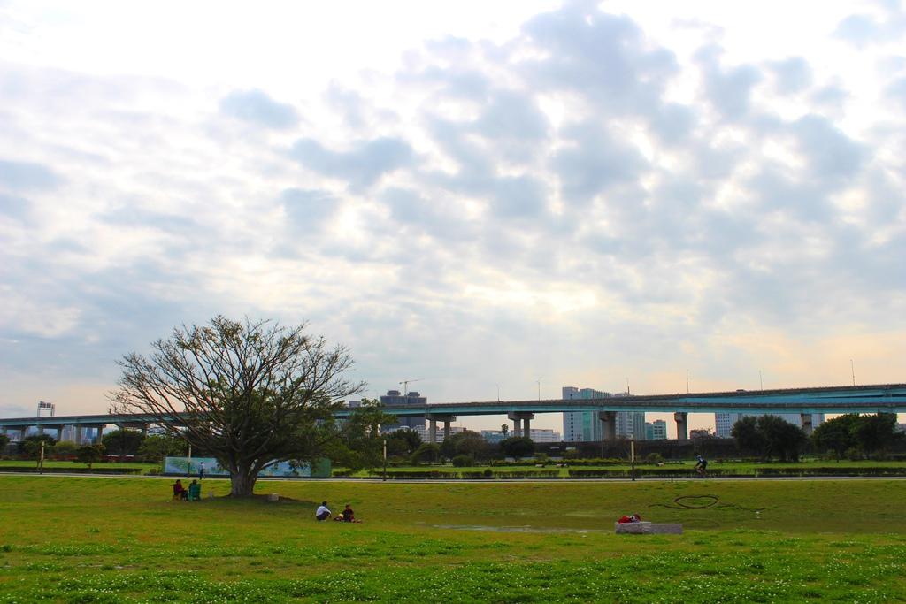 幸福【新北市三重旅遊景點】幸福水漾公園(大台北都會公園)著名的婚紗拍照景點水漾公園