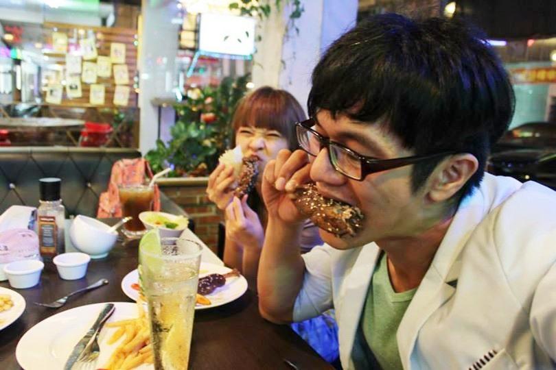 LV 5.5 新人類樂園美式餐廳 牛排漢堡 海賊王主題餐廳 台中餐廳推薦 不限時間