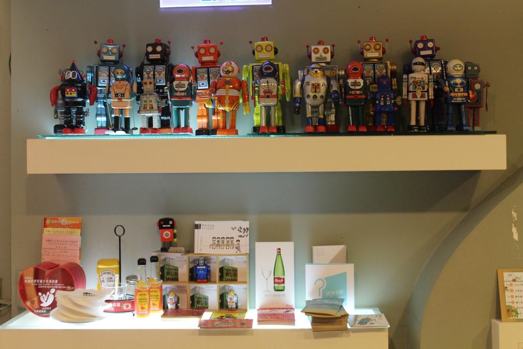 台中機器人餐廳ROBOT STATION【台北特色餐廳.咖啡館】台中機器人餐廳ROBOT STATION(鐵皮駅),早午餐好豐盛,還有可愛的貓咪。