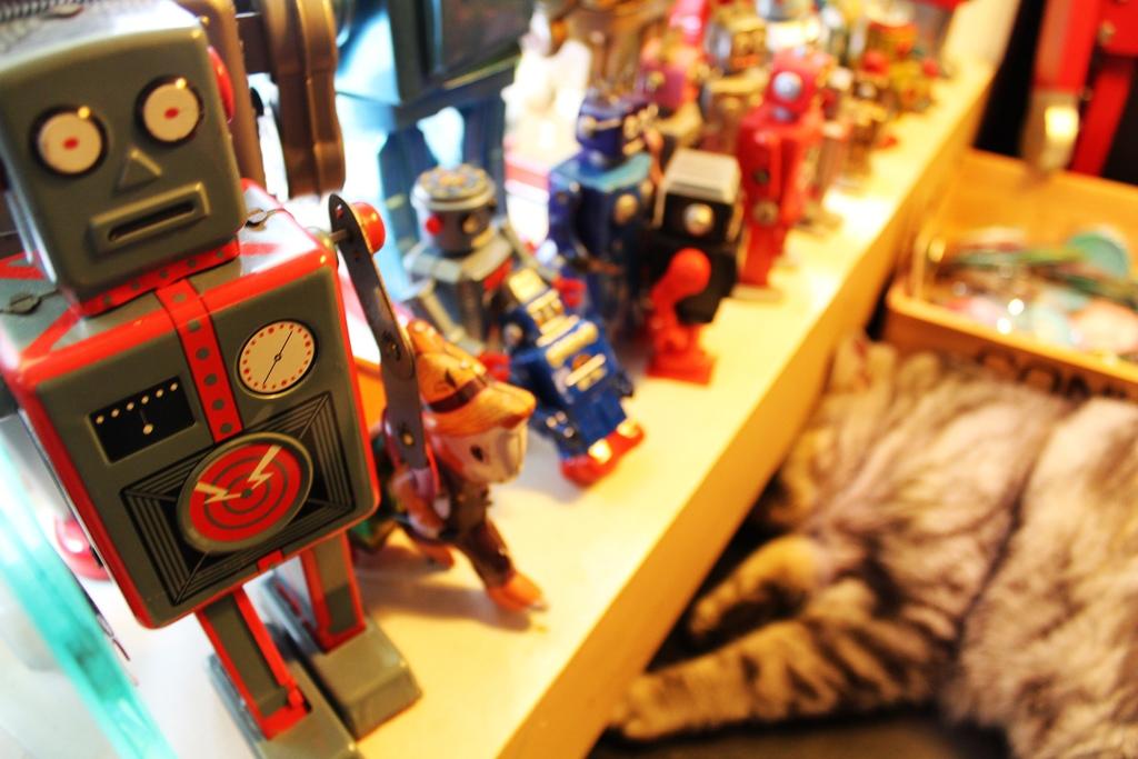 台中機器人餐廳ROBOT STATION【台北特色餐廳.咖啡館】台中機器人餐廳ROBOT STATION(鐵皮駅),三明治好豐盛,還有可愛的貓咪。